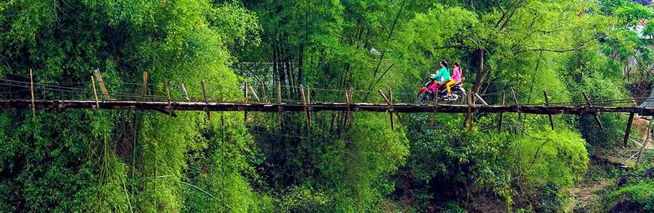 Na motorce ve Vietnamu