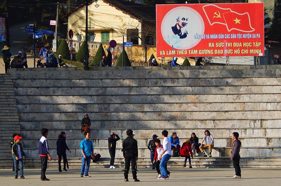 vietnam-vlajka-billboard-sapa