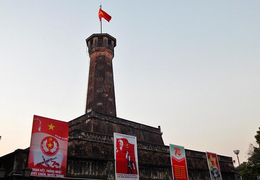 vietnam-vlajka-hanojska-vez