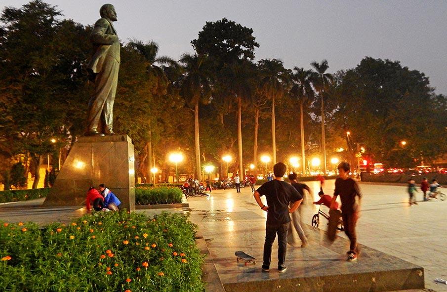 vietnam-lenin-park-hanoj1