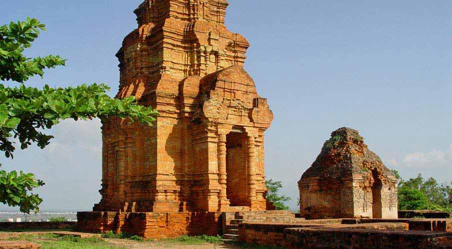 Po-Shanu-Cham-Towers-mui-ne-vietnam