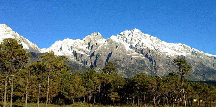 Jade-Dragon-Snow-Mountain-lijiang-cina