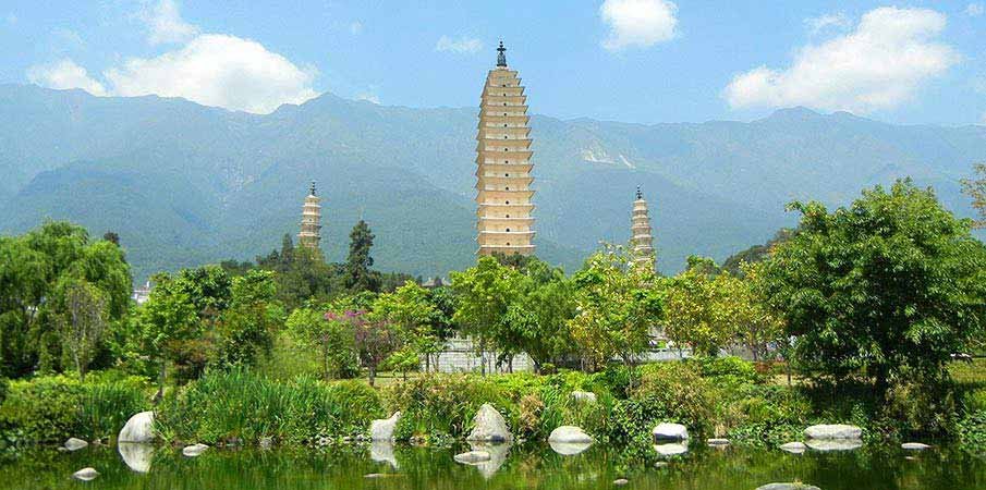 tri-pagody-Chongsheng-palac-Dali