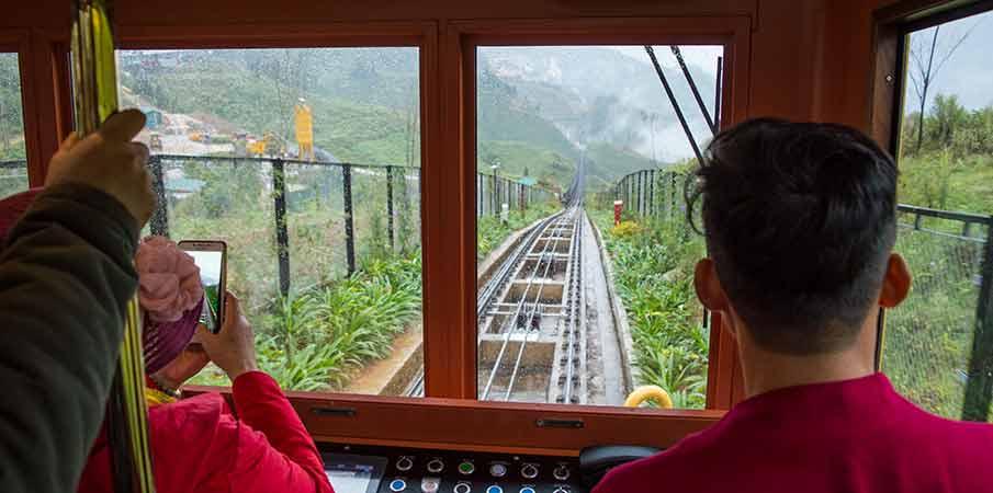sapa-horsky-vlak-do-mesta