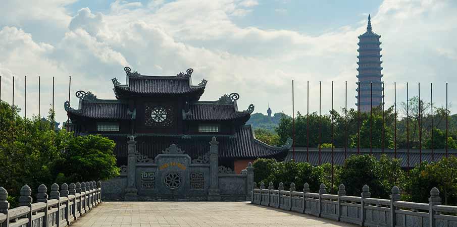 bai-dinh-pagoda-palac-vstup-vietnam