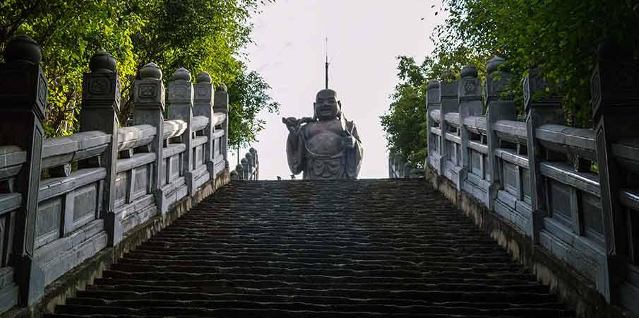 bai-dinh-pagoda-socha-maitreya-vietnam