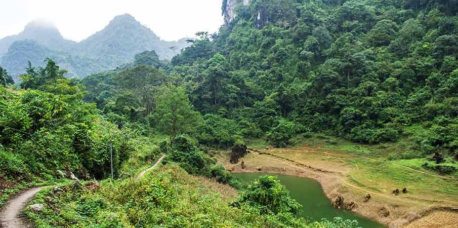 jezero-thang-hen-okoli-tra-linh