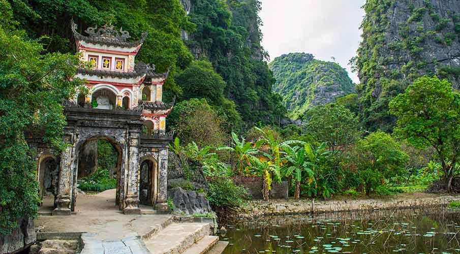 pagoda-bich-dong-ninh-binh-tam-coc