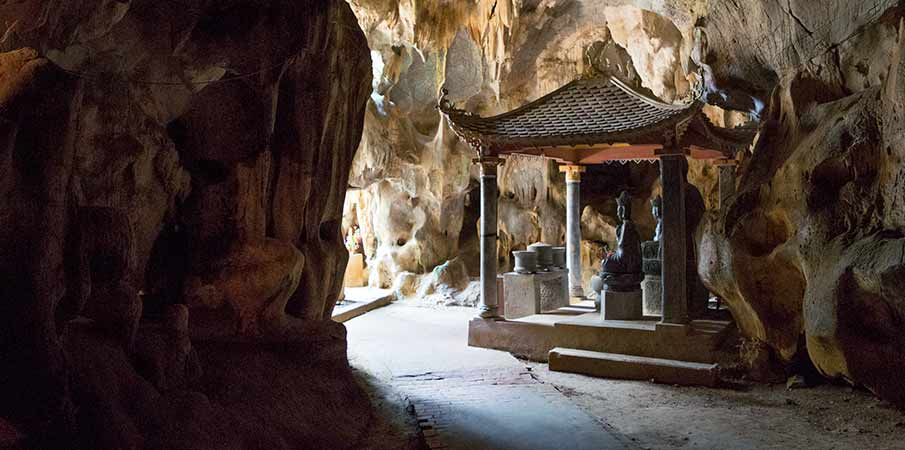 pagoda-bich-dong-svatyne-vietnam