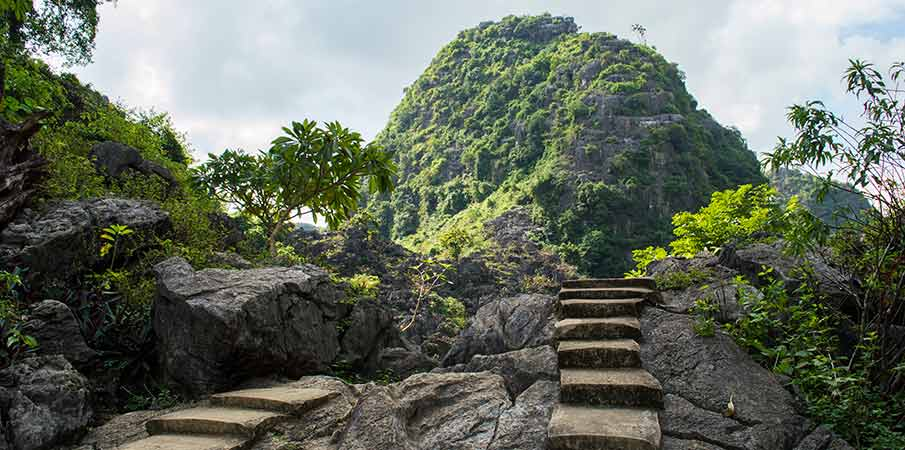 udoli-pagoda-bich-dong-vietnam